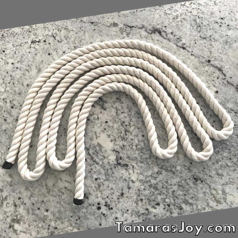 Lay out cotton rope before cutting